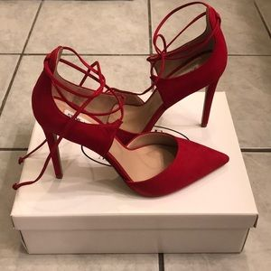 Roebella Red Nubuck Steve Madden Pumps